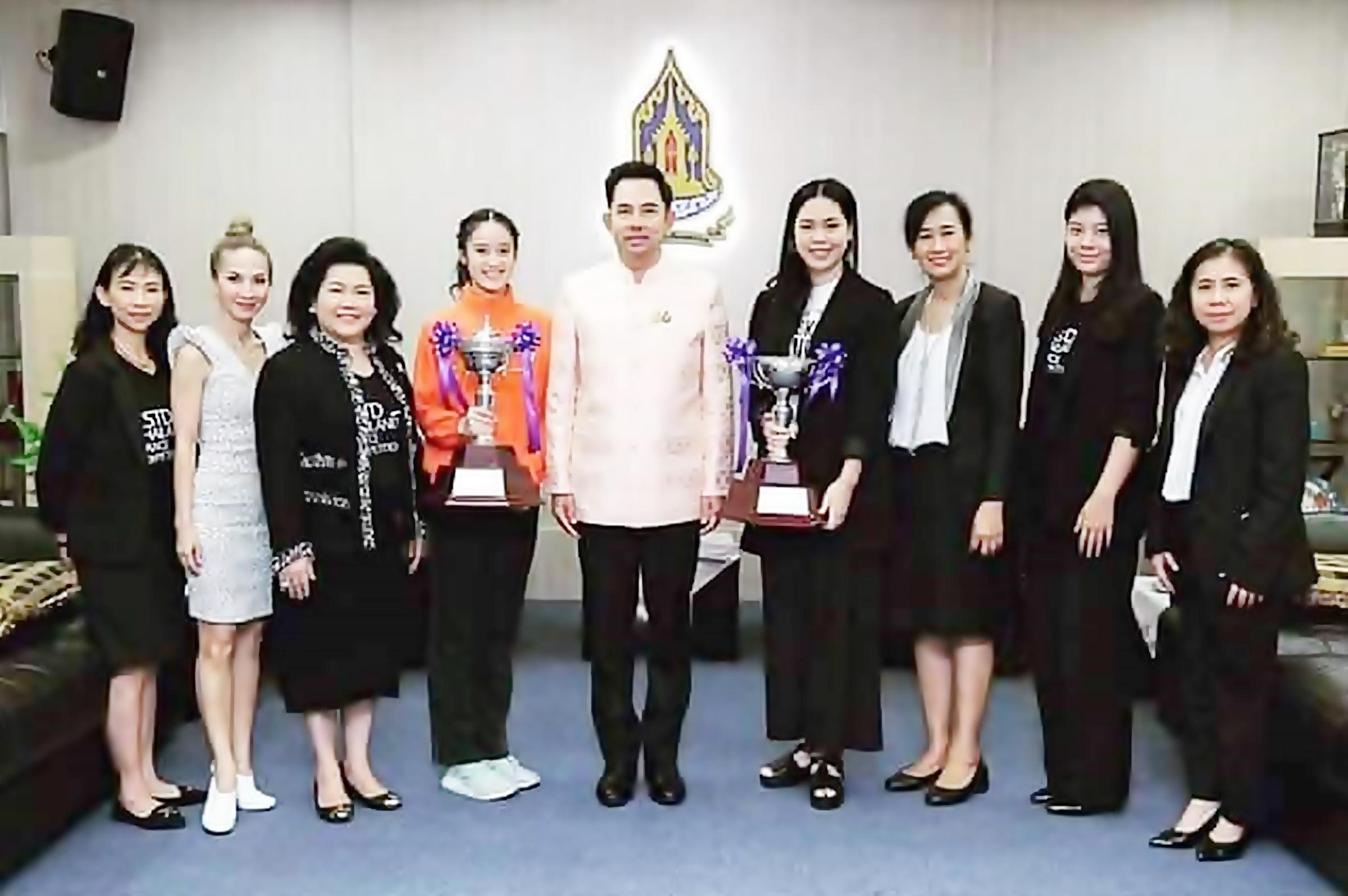 """""""น้องชมพู-นภัสสร ตันฑเทอดธรรม"""" เรียนดี กิจกรรมเด่น.หนึ่งในเยาวชนต้นแบบที่ดีอนาคตของประเทศไทย"""